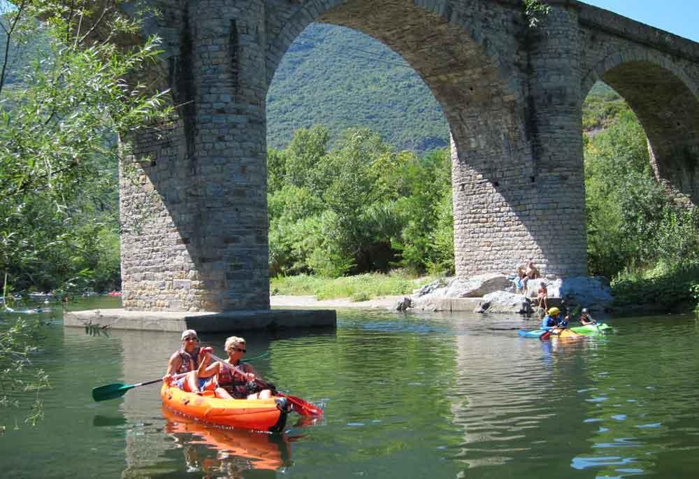 kano's onder de brug van Vieussan