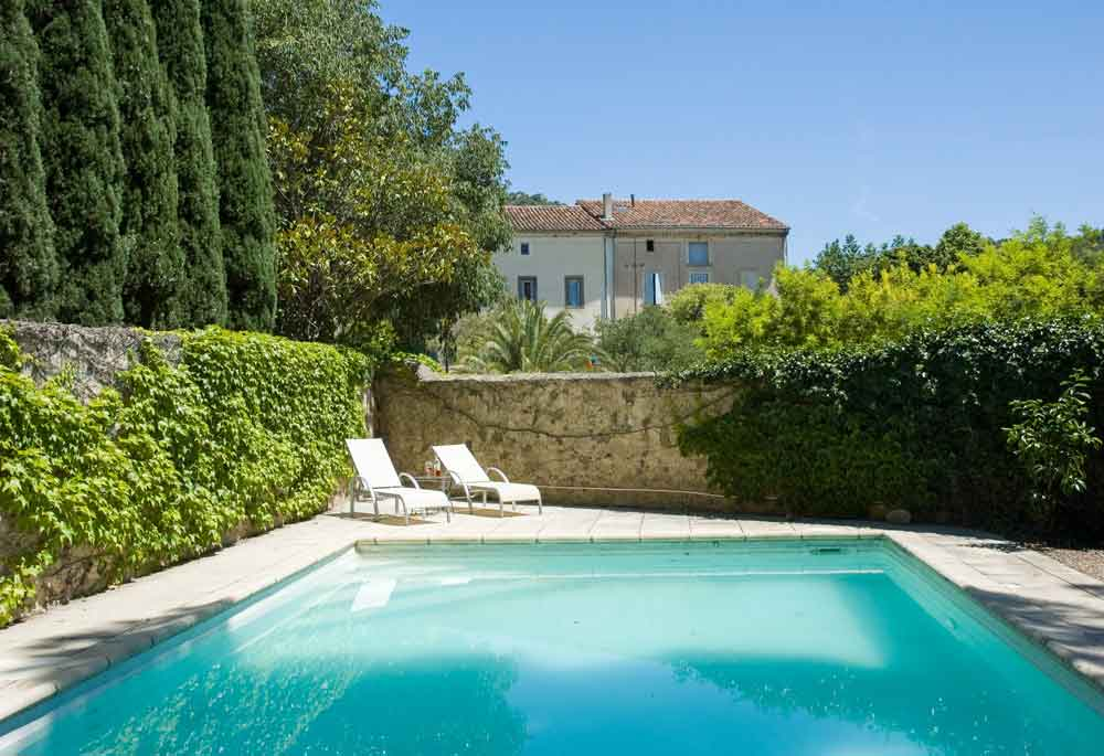 piscine privée et village